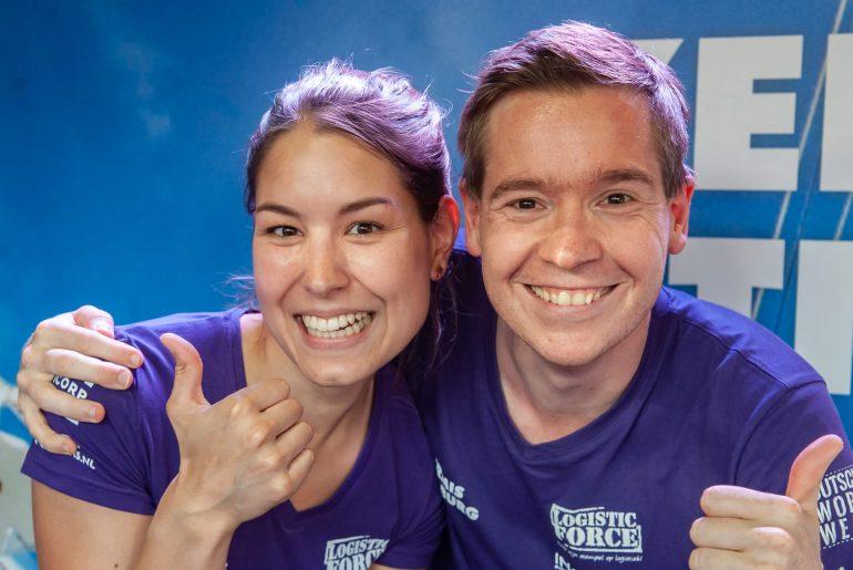 Arno en Amber duim omhoog tijdens Kermis FM 2018