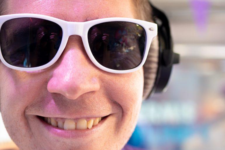 Arno met zonnebril tijdens Kermis FM 2018