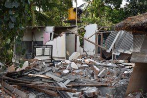 aardbeving lombok en gili-eilanden huis ingestort