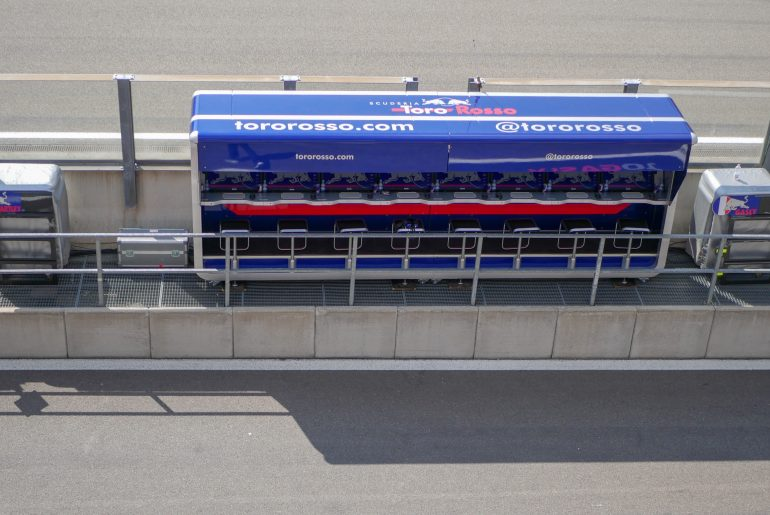 Pit wall Toro Rosso