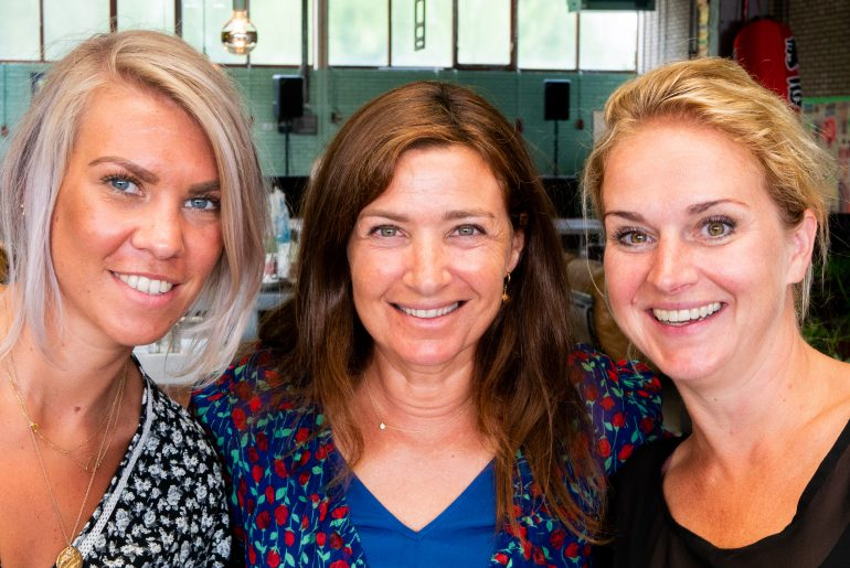 Marion ter Beek, Hanna Suurland, Ursula Pel tijdens fotoshoot Flair 2018