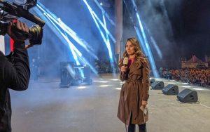 Amber Brantsen op het podium tijdens het bevrijdingsfestival in Zwolle 2019
